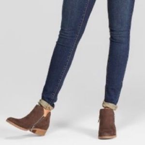 NWT Universal Threads Dylan microsuede booties